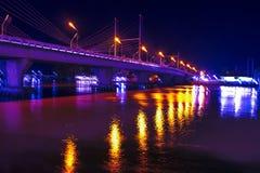 Mae Nam Ta Pi桥梁在晚上。 库存照片