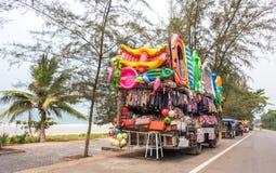 MAE PHIM, THAILAND - 22. MÄRZ 2015: Beweglicher Shop des Busses, der Spielzeug verkauft Stockbilder