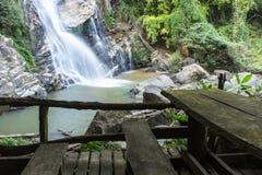 Mae Tia瀑布, Ob肺国家公园在Chiangmai泰国 库存图片
