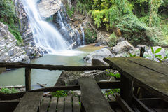 Mae Tia瀑布, Ob肺国家公园在Chiangmai泰国 免版税图库摄影