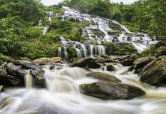 Mae Ya Wasserfall Stockfotos