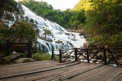 Mae Ya Waterfall, Chiangmai, Tailândia Imagens de Stock Royalty Free