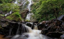 Mae Ya Waterfall, het Nationale Park van Doi Inthanon, Chiang Mai, Thaila stock foto