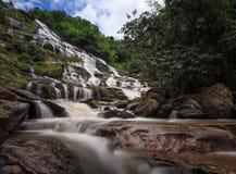 Mae Ya Waterfall, het Nationale Park van Doi Inthanon, Chiang Mai, Thaila stock afbeelding