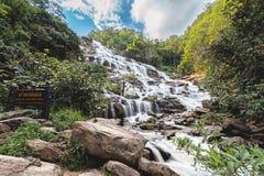Mae Ya-waterval bij het Nationale Park van Doi Inthanon, Chiangmai, Thail Stock Foto's
