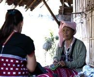 Maehongson, Tailandia, el 25 de febrero de 2018, mujeres de Karen de la tribu de la colina en local Imagenes de archivo