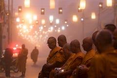 MAEHONGSORN THAILAND - 22,2017 JANUARI: Thaise monnik die op recei wachten Stock Afbeelding