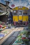 Maeklong铁路市场 免版税库存照片