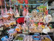 MAEKLONG THAILAND-DECEMBER 11,2016: Smaktillsats matingrediens som är till salu i marknaden Royaltyfria Foton