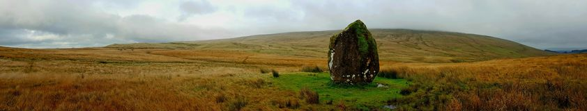 Maen LliaStanding石头Brecknock, PowysNearest镇:BreconNearest村庄:Ystradfellte 库存照片