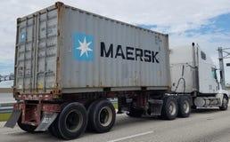Maersk TEU op vrachtwagen Royalty-vrije Stock Afbeelding