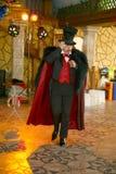 Maestrotrollkarlillusionisten visar på platsen för inredesignen Royaltyfria Bilder