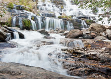 Maeya vattenfall i Thailand Royaltyfri Bild
