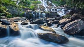 MAEYA-Wasserfall-berühmte Kaskade Nationalparks Inthanon, Chiangmai, Thailand (Zeitspanne) stock video footage