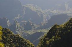 Mafate vulkanisk caldera i ön av Réunion royaltyfri bild