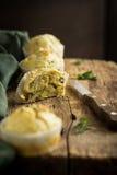 Maffins casalinghi del formaggio e dell'aneto Fotografia Stock