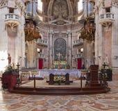 Mafra宫殿的大教堂的巴洛克式的法坛 免版税库存照片
