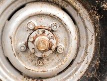 Mag van het close-up oude wiel vuile legering, roestig, stock fotografie