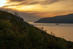 Magadan, bahía de Nagayeva, Extremo Oriente, puesta del sol fotos de archivo