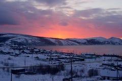 Magadan, bahía de Nagayeva, Extremo Oriente, puesta del sol Fotos de archivo libres de regalías