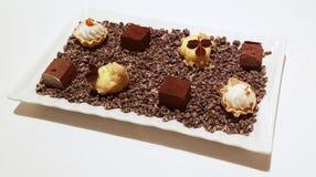 Magasin av efterrätter för söt choklad Arkivbilder