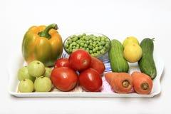 Magasin av färgrika grönsaker arkivbild