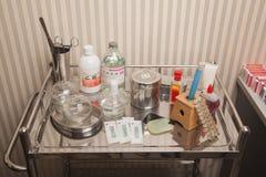 Magasin av medicinsk utrustning royaltyfri bild