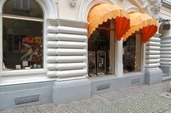 Magasin d'art avec des peintures à Dortmund, Allemagne photographie stock