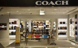Magasin d'entraîneur dans l'aéroport de Changi, Singapour Images stock