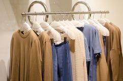 Magasin d'habillement de femmes image stock