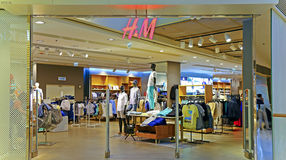 Magasin d'habits moderne de mode de H&m Photographie stock libre de droits