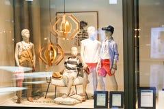 Magasin dans le mail de Dubaï Images stock