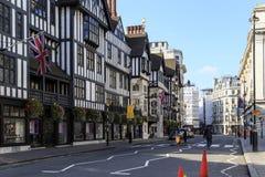 Magasin dans le style de Tudor, Londres images libres de droits