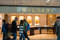 Magasin de Bulgari à l'aéroport de Fiumicino à Rome Image stock