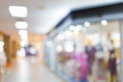 Magasin de centre commercial, tache floue d'image Images libres de droits