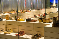 Magasin de chaussures Photo stock