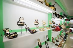 Magasin de chaussures Images stock