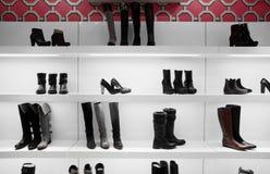 Magasin de chaussures européen de luxe Photographie stock