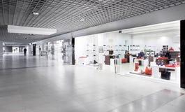 Magasin de chaussures européen de luxe Photographie stock libre de droits