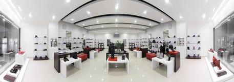 Magasin de chaussures européen de luxe Photos stock
