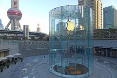 Magasin de détail d'Apple dans le lujiazui de Changhaï Image stock