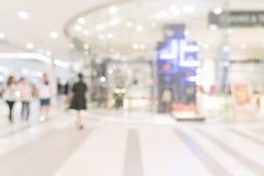 magasin de détail de tache floue abstraite dans le centre commercial de luxe Images libres de droits