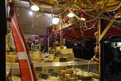 Magasin de fromage sur le marché de Noël Photographie stock libre de droits