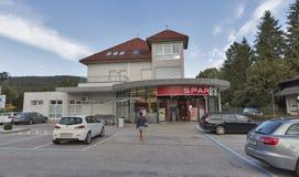 Magasin de longeron dans le village de Velden, Autriche Image libre de droits