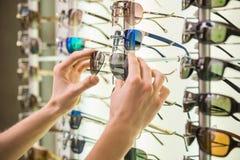 Magasin de lunettes de soleil Photos libres de droits