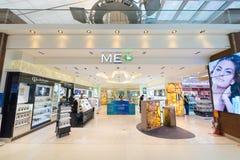 Magasin de luxe de cosmétiques dans l'aéroport de Suvarnabhumi, Bangkok Photos libres de droits