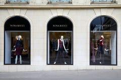 Magasin de luxe de mode de Nina Ricci dans l'avenue Montaigne ? Paris, France images stock