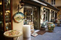 Magasin de métier local agréable poterie produite sur le site photographie stock libre de droits