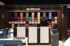 Magasin de Nespresso à l'aéroport Amsterdam de Schiphol Photographie stock libre de droits