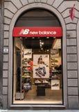 Magasin de New Balance à Florence image libre de droits